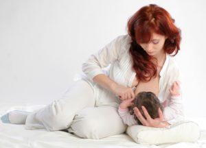 Позы кормления грудью ребенка