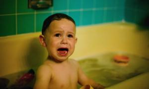 Ребенок боится купаться в ванне