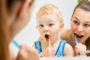Как ребенка научить чистить зубки?