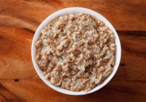 Как приготовить овсянку из цельного зерна?