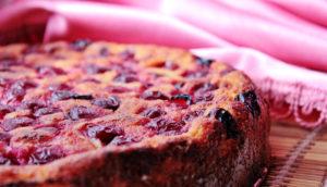 Диетический творожный пирог с вишней