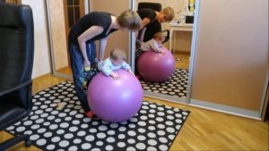 Занятия с ребенком 3 месяца на мяче