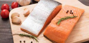 Можно ли кормящим соленую красную рыбу?
