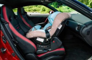 Можно ли автолюльку ставить на переднее сидение?