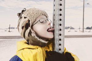 Что делать если язык прилип на морозе?