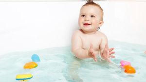 Ребенок боится купаться в ванночке