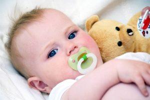 Во сколько лучше отучать ребенка от пустышки