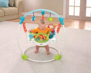 Со скольки можно ребенка сажать в прыгунки
