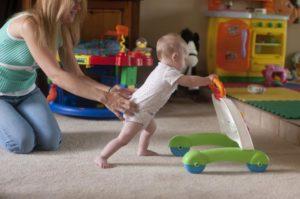 Как научит ребенка ходить самостоятельно?