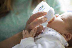 Кормление ребенка с рождения смесью