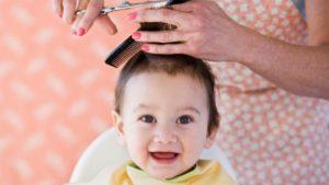 Нужно ли стричь ребенка до года