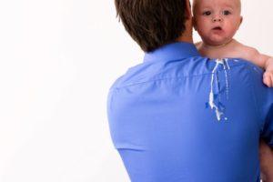 Ребенка вырвало молоком грудным
