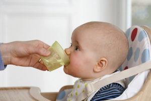 Давать ли новорожденному водичку