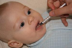 Как ребенку давать таблетки?
