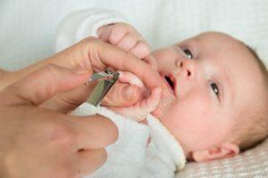 Как обрабатывать ногти новорожденному?