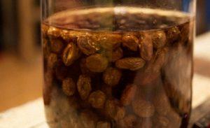 Березовый сок с изюмом в домашних условиях