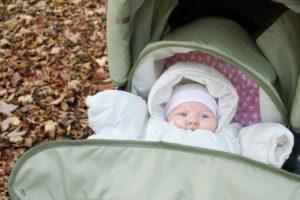 Прогулка новорожденного весной