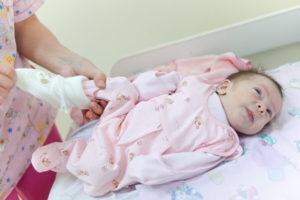 Как одевать новорожденного в июле?