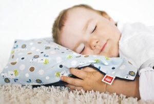 С какого возраста можно спать ребенку