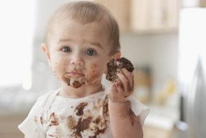 С какого возраста ребенку можно давать сладкое