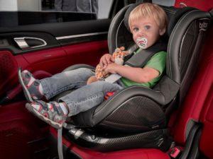 Перевозка детей спереди в кресле