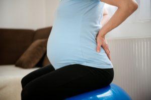 Сильно болит поясница при беременности 10 недель