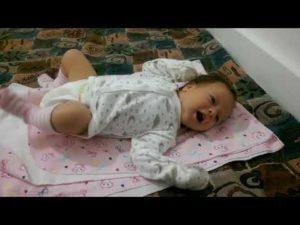 Во сколько начинают агукать младенцы