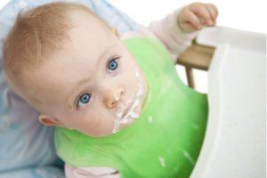 Причины рвоты у грудных детей