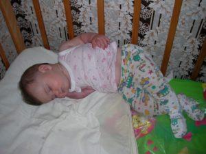 Во сколько начинает агукать ребенок