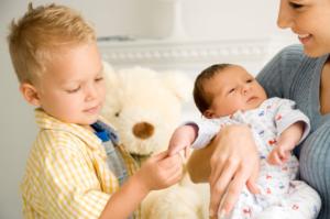 Ребенок 2 года ревнует к новорожденному