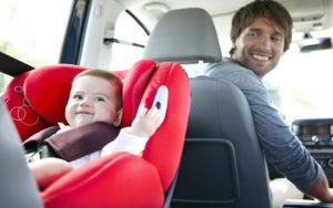 Ребенок в машине впереди