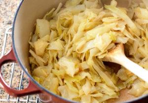 Можно ли при кормлении капусту?
