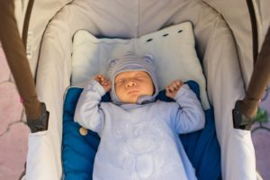 Сколько первый раз гулять с новорожденным