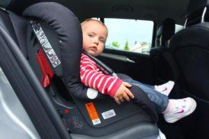 Можно ли ребенка сажать на переднее кресло?