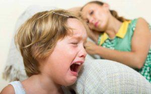 Что делать когда истерит ребенок?