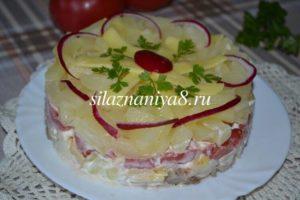 Слоеный салат с помидорами и ананасами