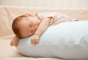С какого возраста ребенку подушка