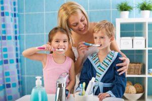 Как заставить чистить зубы ребенка?