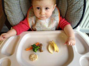 Как научит ребенка кушать самостоятельно?