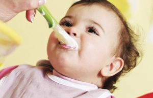 Со скольки лет можно давать детям сладкое