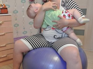 Можно ли младенца качать?