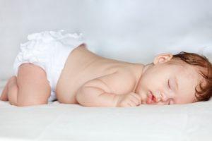 Можно детям до года спать на животе