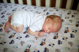 Можно спать на животе младенцу