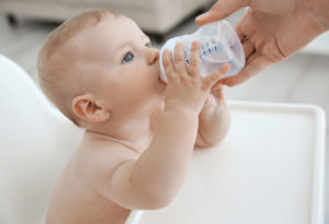 Нужно ли новорожденным давать пить воду