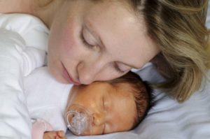 У новорожденного небольшая желтушка