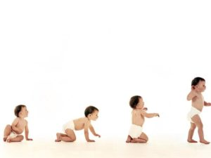 Когда ребенок должен начать самостоятельно ходить